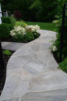 Front Walkway Landscaping, Wood Walkway, Flagstone Walkway, Backyard Walkway, Outdoor Landscaping, Walkway Ideas, Landscaping Design, Front Yard Decor, Front Porch
