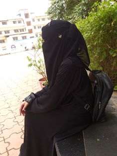 Muslim Girls Photos, Stylish Girls Photos, Stylish Girl Pic, Cool Girl Pic, Girl Hand Pic, Beautiful Muslim Women, Beautiful Hijab, Hijabi Girl, Girl Hijab