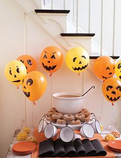 Ideas for Halloween Decorations including orange balloons! #budgettravel #travel #halloween #decoration #pumpkin #spooky #scary www.budgettravel.com