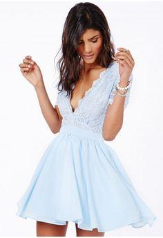Mini robe patineuse décolletée en dentelle Aleena en bleu layette - Dresses - Mini robes - Missguided