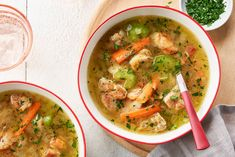 Everyone will be asking for seconds of this delicious soup, packed with flavour and on the table in less than an hour! Campbells Soup Recipes, Cooking Onions, Ramen Soup, Weight Watchers Meals, Perfect Food, Chili Recipes, Soups And Stews, Food To Make, Cooking Recipes