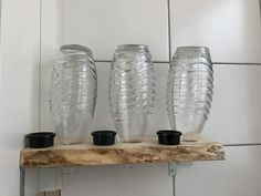 DIY bottle holder for soda stream made of wood for storage .- DIY bottle holder for soda stream made of wood for storage in the kitchen - Small Kitchen Storage, Small Space Storage, Diy Kitchen, Kitchen Living, Diy Bottle, Bottle Holders, Bottle Crafts, Garrafa Diy, Diy Shoe Rack