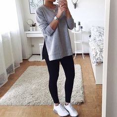 Find out our straightforward, comfortable & just cool Casual Outfit ideas. Get influenced with these weekend-readycasual looks by pinning one of your favorite looks. Casual Outfits For Teens, Trendy Outfits, Winter Outfits, Cute Outfits, Fashion Mode, Teen Fashion, Fashion Outfits, College Outfits, Ideias Fashion