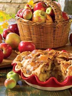 Apple Praline Pie with Homemade Praline Sauce - via The Cottage Journal