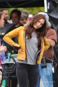 Megan Fox as April O'Neil on the set of Teenage Mutant Ninja Turtles. While I'm not sure how I feel about Megan Fox playing April, at least she has April's yellow jacket and slightly red hair. Megan Denise Fox, April O'neil, Teenage Mutant Ninja, Celebs, Celebrities, Ninja Turtles, Classic Looks, Leather Jacket, Actresses