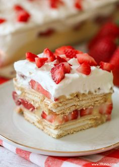 NO-BAKE Strawberry Shortcake - layers of creme filled cookies, vanilla pudding, strawberries and topped with whipped cream and more strawberries. The perfect cool dessert! Sugar Cookie Bars, Soft Sugar Cookies, Shortbread Cookies, Strawberry Shortcake Recipes, Strawberry Recipes, Strawberry Lasagna, Strawberry Pudding, Christmas Desserts, Christmas Baking