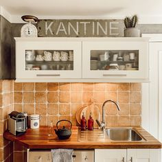 Kitchen Cabinets, Instagram Posts, Home Decor, Kitchen Inspiration, Simple Diy, Homes, Make Your Own, Upcycled Crafts, Decoration Home