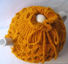 Tea pot Cozy - Teapot cozy Crocodile stitch in gold wool