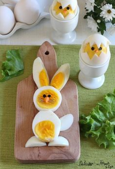 "The post ""Boiled eggs in the shape of a chick and Easter bunny Dulcisss in the oven by Leyla Eggs chick easter & Easter chick deviled eggs & Easter bunny deviled eggs"" appeared first on Pink Unicorn Easter Recipes, Baby Food Recipes, Easter Ideas, Salad Recipes, Easter Deviled Eggs, Easter Bunny, Easter Chick, Easter Food, Food Art For Kids"