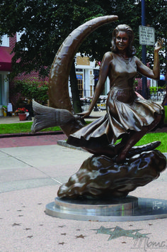 Bewitched Statue, Salem, USA