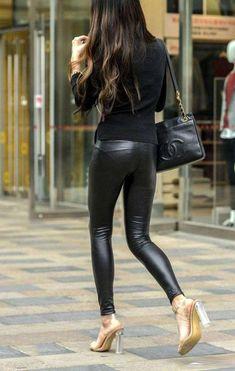 路人街拍: 紧身皮裤的小姐姐, 腰以下身材完美