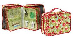 This spacious organizer is perfect for holding all your sewing accessories with lots of zippered pockets to hold everything you need such as sewing machine feet, notions, and sewing tools. Sewing Case, Sewing Tools, Sewing Hacks, Sewing Tutorials, Sewing Kit, Bags Sewing, Purse Patterns, Sewing Patterns Free, Free Sewing
