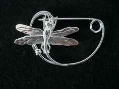 SILVER Dragonfly  brooch pin Shawlpin Shawl pin por celtsmith, $16.00