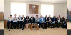 """CHP lideri Kılıçdaroğlu Gaziantep'te: Gaziantepte 54 kişinin canlı bomba saldırısında yaşamını yitirmesinin ardından taziye ziyareti için kente gelen CHP Genel Başkanı Kemal Kılıçdaroğlunu Büyükşehir Belediye Başkanı AK Partili Fatma Şahin karşıladı. Şahin twitter'dan """"Gaziantepe başsağlığı ziyaretine gelen CHP Genel Başkanı Sayın Kılıçdaroğlunu milletvekillerimizle karşıladık"""" diye yazdı. CHP lideri Kılıçdaroğlu saldırıda yaşamını yitirenleri ziyaret etti taziyede bulundu. Ziyarette CHP…"""
