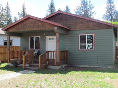 FRESH LISTING: 555 E Washington Avenue, Sisters OR 97759 >> Charming updated cottage in downtown Sisters! // Fred Real Estate Group // hello@fredrealestate.com // BuyAHomeInBend.com #RealEstate #CentralOregon