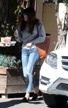 Jessica Biel In Skinny Jeans Out Shopping In Los Angeles - January 17, 2017 - StalkCelebs
