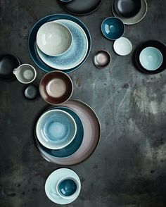 [New] The Best Home Decor (with Pictures) These are the 10 best home decor today. According to home decor experts, the 10 all-time best home decor. Ceramic Plates, Ceramic Pottery, Black And White Plates, Decor Interior Design, Interior Decorating, Clay Vase, Plates And Bowls, Diy Clay, Handmade Pottery