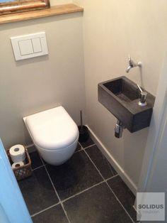 Toiletfontein van beton met inbouw zeepdispenser