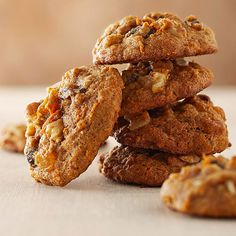 Oatmeal Raisin Cookies with carrits and Zuchini Yield : Makes 42 ( 3 smartpoints, 2 points + ) Ingredients : 1 cup butter 2 cups sugar 2 eggs 1 tsp. Healthy Cookie Recipes, Healthy Cookies, Healthy Desserts, Delicious Desserts, Healthy Tips, Delicious Cookies, Yummy Food, Paleo Meals, Healthy Nutrition