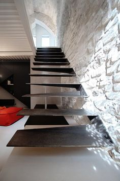 Basement stairs - There is no shortage of stairway design ideas to make your stairway a charming part of your home. Stairs Architecture, Interior Architecture, Interior Stairs, Home Interior Design, Steel Stairs, Staircase Design, Iron Staircase, Staircase Ideas, Modern Stairs
