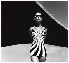 F.C. Gundlach, Brigitte Bauer, Op Art-Badeanzug von Sinz, Vouliagmeni Griechenland 1966
