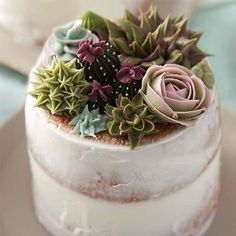 Double tap to give this succulents cake from @wiltoncakes a big, green thumbs up!