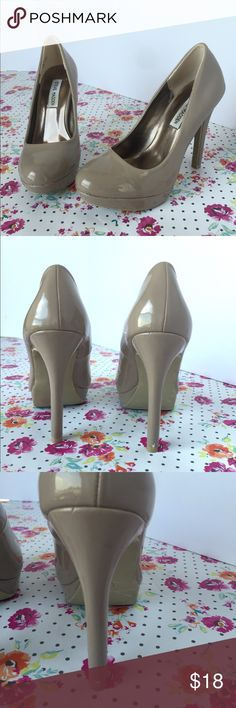 Steve Madden Nude Heels I wore them once for a wedding.    •unfortunately the back right heel received a scuff (shown in photo).    •otherwise in great condition Steve Madden Shoes Heels