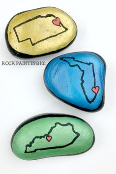 Easily paint your state onto a rock with this quick tutorial. Step by step instructions and a video help you to master this rock painting idea. #state #rockpaintingideas #florida #howtopaintrocks #stonepainting #rockhiding #rockhunting #homestate #ilovemystate #rockpainting101