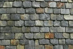 to Roof With Recycled Rubber and Plastic That Looks Like Slate Slate Shingles, Slate Roof, Roofing Options, Roofing Materials, Building Materials, Compost, Green Facade, Green Roofs, Painted Slate