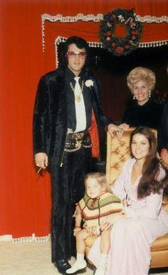 Sweet family - elvis-and-priscilla-presley Photo