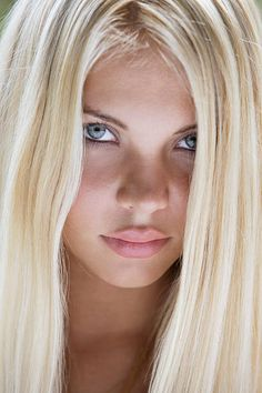 Portrait of young blond woman Most Beautiful Faces, Beautiful Girl Image, Beautiful Eyes, Very Pretty Girl, Pretty Eyes, Brunette Beauty, Hair Beauty, Cute Young Girl, Gorgeous Blonde