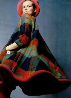 Coat Pierre Cardin, L'Officiel March 1967