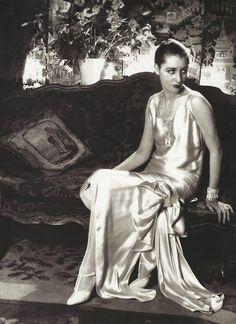 Cecil Beaton- Marion Moorehouse dans l'appartement de Condé Nast pour Vogue, New York, 1929
