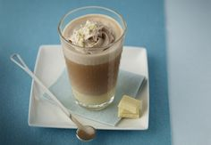 How will you spend your Nespresso moment today? This White Mocca recipe is a Swiss classic. Frothy milk, creamy white chocolate, and savory Arpeggio Grand Cru layer to form an irresistible coffee treat that's sure to satisfy your sweet tooth. Café Chocolate, White Chocolate Mocha, White Mocha, Chocolate Milkshake, Nespresso Recipes, Cafe Nespresso, Starbucks, Coffee Cubes, Coffee Drinks