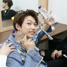 Rapper, Stan Love, Chris Chan, Felix Stray Kids, Kpop Memes, Lee Know, Kpop Boy, What Is Love, Korean Beauty