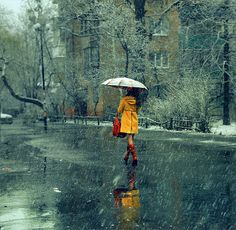 Девушка в желтом пальто \\ A girl in a yellow coat
