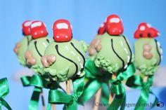A festinha do Luis Eduardo ganhou um tema muito original, brinquedos como bola, avião, carrinhos, peão e vários outros itens que lembravam a doce infância do Dudu formavam o tema da decoração criad…