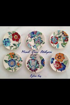 #teaplates by özlem koc Hand Painted Pottery, Pottery Painting, Ceramic Painting, Pottery Art, Ceramic Art, Stone Painting, Painted Plates, Ceramic Plates, Plates On Wall