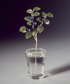 Blueberry branch in a vase. Gold, jade, lapis lazuli, rock crystal, casting, carving, engraving, polishing. Height 14.2 cm. 1880s