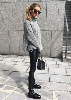 Look Tricot + Legging - outfits - Biker Boots Outfit, Leather Leggings Outfit, Legging Outfits, Military Boots Outfit, Biker Boots Style, Black Boots Outfit, Dress Boots, Mode Outfits, Casual Styles