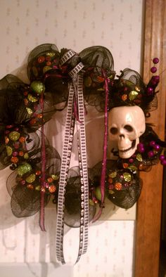 Great wreath to greet trick or treaters. SOLD!
