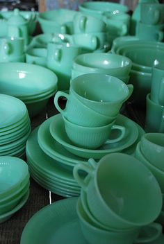 When I grow-up and get married Anchor Hocking Jadeite dishes will be on my registry :)