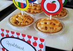 Afgelopen vrijdag zagen jullie ze al op de Back to School Dessert-Table staan. Schattige kleine appeltaartjes. Ontzettend leuk en makkelijk om te maken. Je hebt er ook niet veel voor nodig. Ik laat…