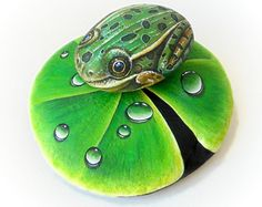 Hand painted stones with a northern leopard frog sitting on a lotus! Painted with high quality Acrylics and finished with Glossy varnish. 3d Painting, Pebble Painting, Pebble Art, Stone Painting, Painted Rock Animals, Hand Painted Rocks, Painted Stones, Stone Crafts, Rock Crafts