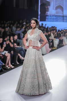 Kalki Bridal 2018 Lehenga retails between INR to INR Lakhs. Check out the full collection with prices here. Sarees, fusion wear all included. Indian Bridesmaids, Bridesmaid Outfit, Indian Wedding Outfits, Bridal Outfits, Jacket Lehenga, Sangeet Outfit, Indian Gowns Dresses, Shadi Dresses, Lehnga Dress