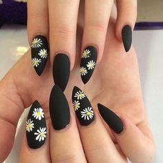 nails | manicure | nail art | black nails | daisies | daisy print nails | manicure | daisy nail art