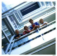 Blur recreate the famous Beatles pose on the balcony at EMI, Manchester Square, London, in Photograph: Chris Taylor Damon Albarn, Jamie Hewlett, Blur Picture, Blur Photo, Gorillaz, Blur Band, Charlie Brown Jr, Graham Coxon, Going Blind