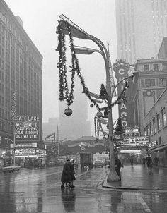Street scene in Christmas time. Chicago,1964 © John Chuckman