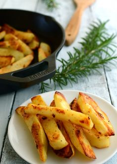 Oven-baked garlic fries.  Tips and tricks for the crispiest homemade fries.