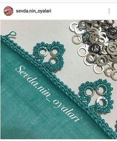 HUZUR SOKAĞI (Yaşamaya Değer H | Filet Crochet, Crochet Borders, Thread Crochet, Crochet Stitches, Crochet Hooks, Crochet Lace, Crochet Garland, Crochet Curtains, Crochet Decoration